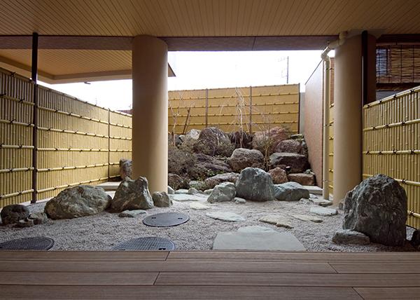 休息コーナー坪庭